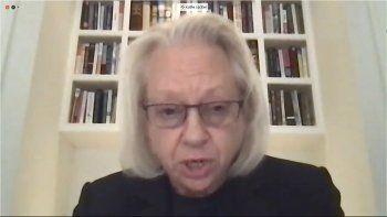 En esta imagen de televisión del canal de la Cámara de Representantes de EEUU aparece Kathe Sackler, una de los miembros de la familia propietaria de Purdue Pharma, mientras testifica vía teleconferencia ante una comisión.