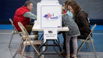 El tenso clima político y la elevada expectación pública sobre laselecciones legislativas que tendrán lugar en apenas dos semanas han disparado la afluencia en el voto anticipado, que se acerca a la que suelen darse en los comicios presidenciales.