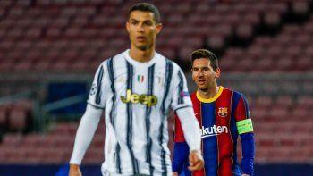 En esta foto del 8 de diciembre de 2020, Lionel Messi del Barcelona y Cristiano Ronaldo de Juventus durante un partido de la Liga de Campeones, el 8 de diciembre de 2020