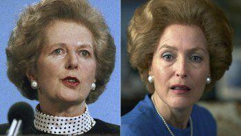 En esta combinación de fotografías, Margaret Thatcher en Scarborough, Inglaterra el 18 de marzo de 1989, y Gillian Anderson como Margaret Thatcher en una escena de la cuarta temporada de The Crown, que se estrena el domingo 15 de noviembre.