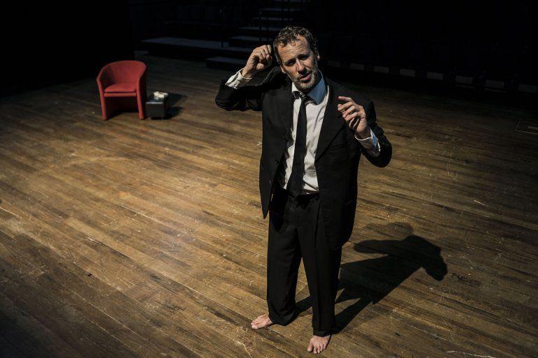 El actor Rogelio Gracia en la obra Tom Pain (Basado en nada)
