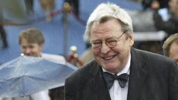 El director de cine Alan Parker llega a la ceremonia de inauguración del 26 Festival Internacional de Cine de Moscú en Moscú el 18 de junio de 2004.En un comunicado, la familia dijo que Parker murió el viernes en Londres.
