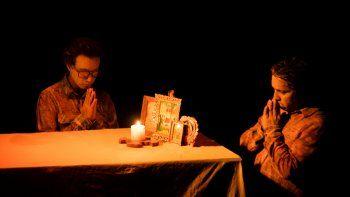 Escena de la obra Papá está en la Atlántida, la propuesta de la compañía mexicana Los Pinches Chamacos en el Festival Internacional de Teatro Hispano de Miami.