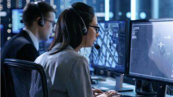 ElCentro de Ciberseguridad deúltima generación de Miami-Dade Collegeofrecerá a profesionales y estudiantes que trabajan la capacidad de experimentar un verdadero entorno donde detectarán y neutralizarán los ataques cibernéticos en tiempo real.