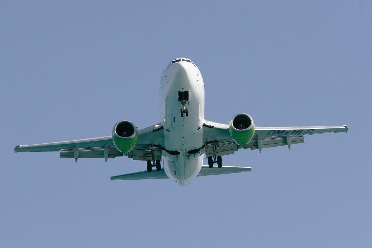 El régimen cubano busca captar dólares, anuncia nuevos vuelos chárter La Habana-Miami