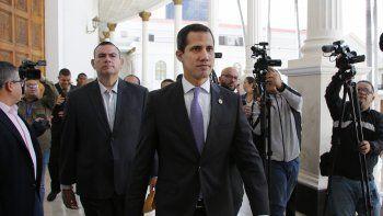 El líder opositor y presidente encargado de Venezuela, Juan Guaidó, llega a la Asamblea Nacional para reunirse con el enviado especial de la Unión Europea para Venezuela, Enrique Iglesias.