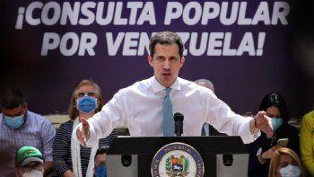 En el mensaje que Guaidó dio a los venezolanos en el cierre de campaña de la Consulta Popular, destacó la valentía que han demostrado en estos años de lucha y en especial el pasado 6 de diciembre, al no hacerse partícipes del fraude de la dictadura a pesar de las amenazas y chantajes.