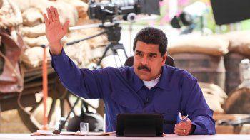 Fotografía cedida por el Palacio de Miraflores donde se observa al presidente de Venezuela NicolásMadurohablando en un acto de Gobierno en la ciudad de Guarenas, Venezuela.