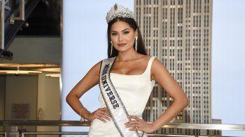 La nueva Miss Universo Andrea Meza, de México, posa para la prensa durante su visita al Empire State Building el 18 de mayo de 2021 en Nueva York. El próximo certamen será en diciembre en Israel, anunció este martes 20 de julio de 2021 la Organización Miss Universo.