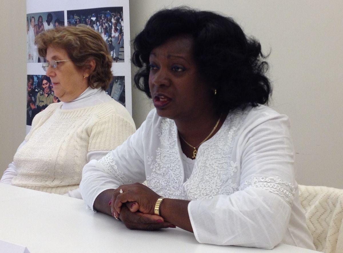 La líder de las Damas de Blanco, Berta Soler, acompañada por la representante de la organización en Europa, Blanca Reyes, en rueda de prensa en Madrid