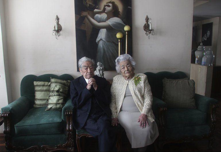 Los esposos Julio Mora Tapia