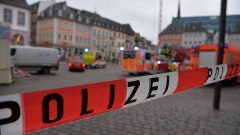 Una calle bloqueada por la policía en Trier, Alemania, el 1 de diciembre de 2020. Dos personas murieron y varias resultaron heridas al entrar un automóvil en una zona peatonal.