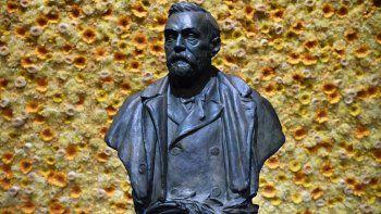 En esta fotografía del 10 de diciembre de 2018 se muestra el busto del fundador de los Premios Nobel, Alfred Nobel, durante la ceremonia de la entrega de los galardones en Estocolmo.