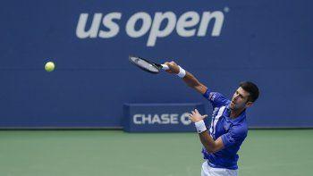 Ausentes Roger Federer (20 Grand Slams), por lesión, y Rafa Nadal (19), por los riesgos del coronavirus, el serbio tiene una oportunidad de oro para recortarles ventaja en la carrera por el récord de títulos Major.