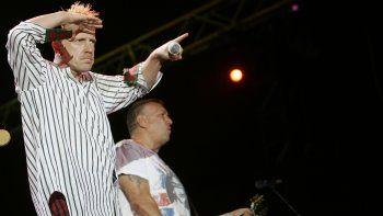 En esta fotografía del 14 de julio de 2008 John Lydon, izquierda, y Steve Jones de la banda británica Sex Pistols durante un concierto en el festival musical Exit en Novi Sad, Serbia.