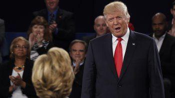El candidato republicano a la Presidencia, DonaldTrump, dijo este domingo que si él estuviera al frente del país su rival demócrata, Hillary Clinton, estaría en la cárcel por el escándalo del uso de su correo electrónico privado cuando era secreta