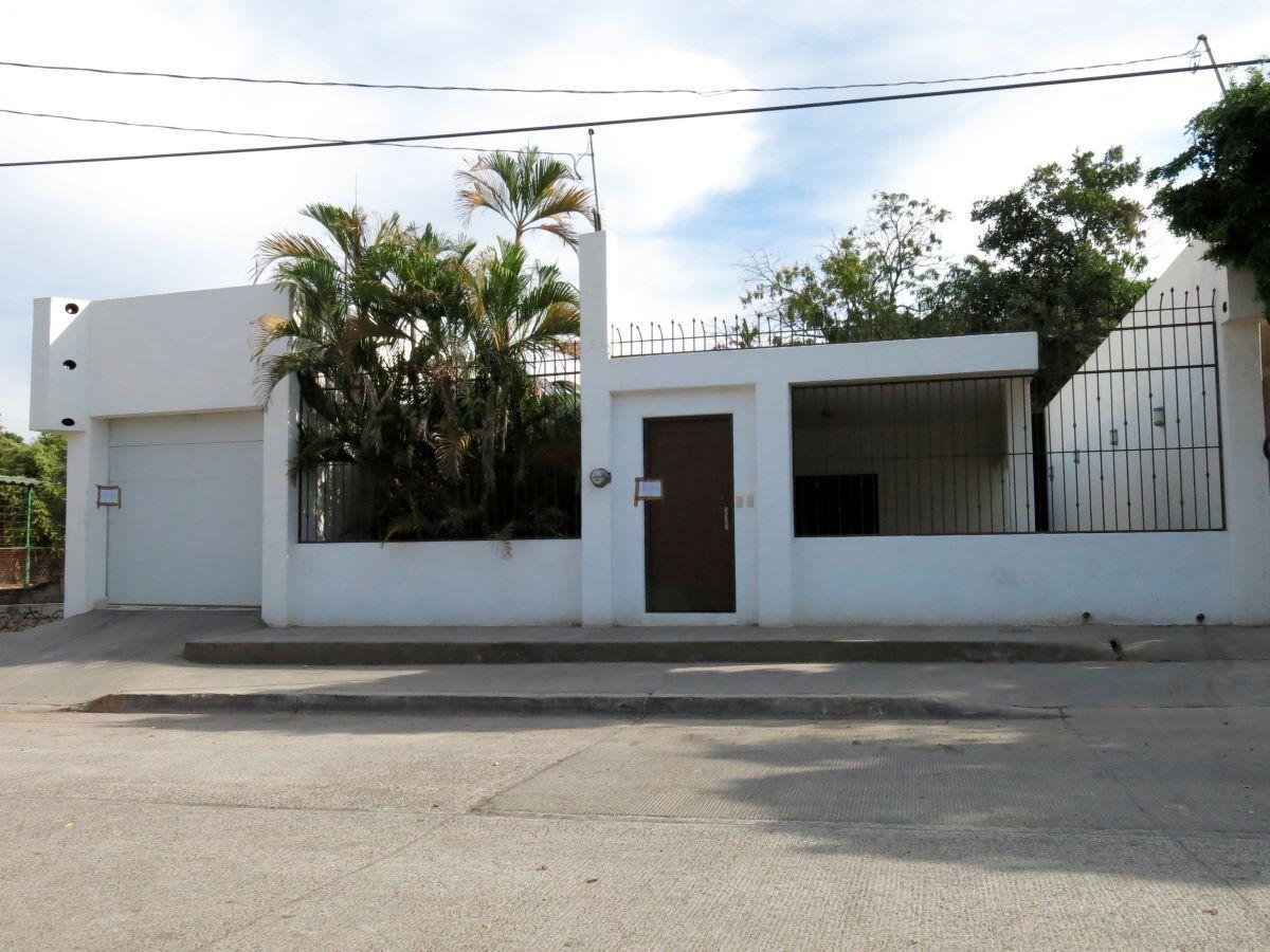 Una de las propiedades que estaba interconectada por túneles en el sistema de drenaje que el narcotraficante Joaquín El Chapo Guzmán utilizó para evadir a las autoridades en Culiacán, México.