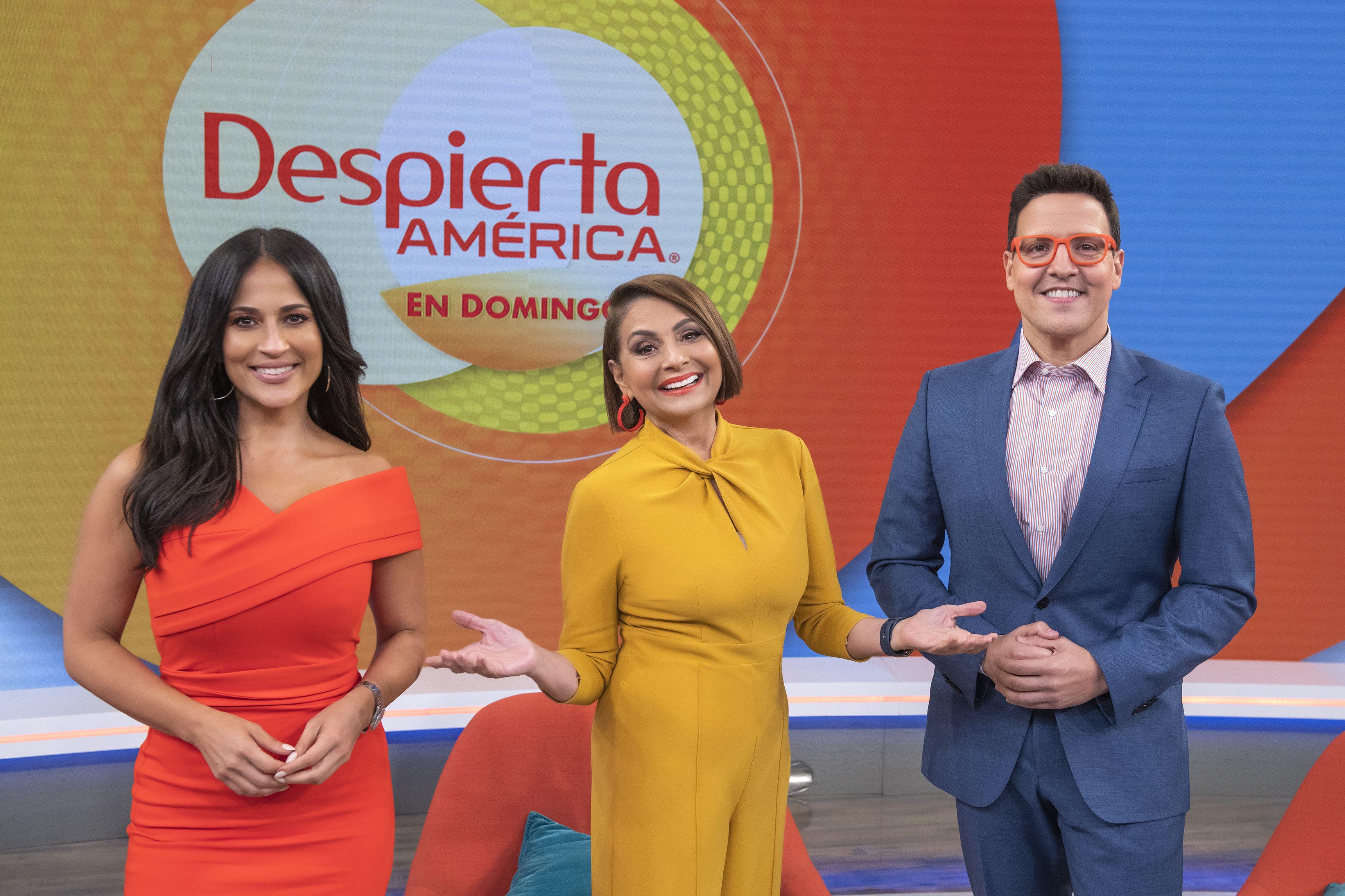 En esta imagen difundida por Univision, de izquierda a derecha, los conductores de Despierta América en Domingo Jackie Guerrido, María Antonieta Collins y Raúl González.