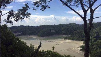 Fotografía proporcionada por la Comisión Nacional de Áreas Naturales Protegidas de México del fondo seco de la laguna Metzabok en la selva lacandona en Chiapas, México.