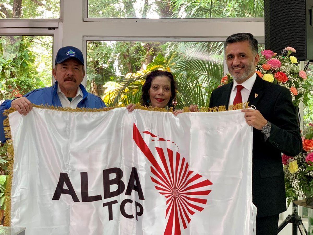 El secretario de la alianza castrochavista del ALBA reunido con Daniel Ortega y Rosario Murillo, Managua, Nicaragua, el 19OCT21.