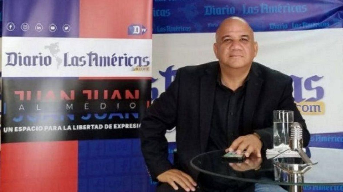 Juan Juan Almeida presenta su programa de entrevistas y debates desde la redacción de DIARIO LAS AMÉRICAS.