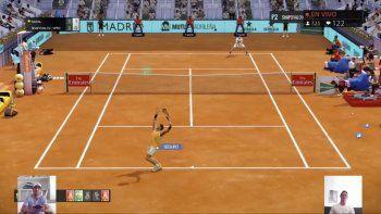 Imagen captada el lunes 27 de abril de 2020 en la que Rafael Nadal (izquierda) juega contra Denis Shapovalov (derecha) en un partido virtual de tenis organizado por el Abierto de Madrid. Los insultos y comentarios de Andy Murray fueron lo destacado de su encuentro ante Diego Schwatzman que estuvo repleto de dificultades técnicas.