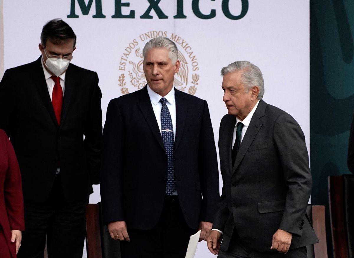 El designado gobernante cubano Miguel Díaz-Canel junto al presidente de México Andrés Manuel López Obrador.