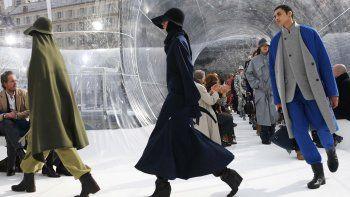 Las modelos presentan creaciones para Kenzo durante el desfile de moda de la colección Womens Fall-Winter 2020-2021 Ready-to-Wear collection, el 26 de febrero de 2020.