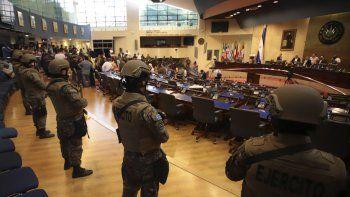 En una resolución, el organismo ordena a Bukele que se abstenga de hacer uso de la fuerza armada en actividades contrarias a los fines constitucionales establecidos en El Salvador y que pone en riesgo la forma de gobierno republicano, democrático y representativo.