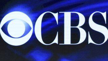 En esta foto de archivo del 12 de enero de 2016, el logotipo de CBS aparece en pantalla en los TCA de invierno en Pasadena, California. El estado de California presentó una demanda a CBS, Disney y los productores de la serie de larga duración Criminal Minds.