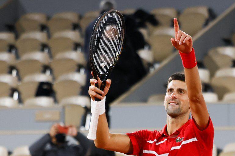 Novak Djokovic celebra el viernes 9 de octubre su pase a la final del Rolan Garros