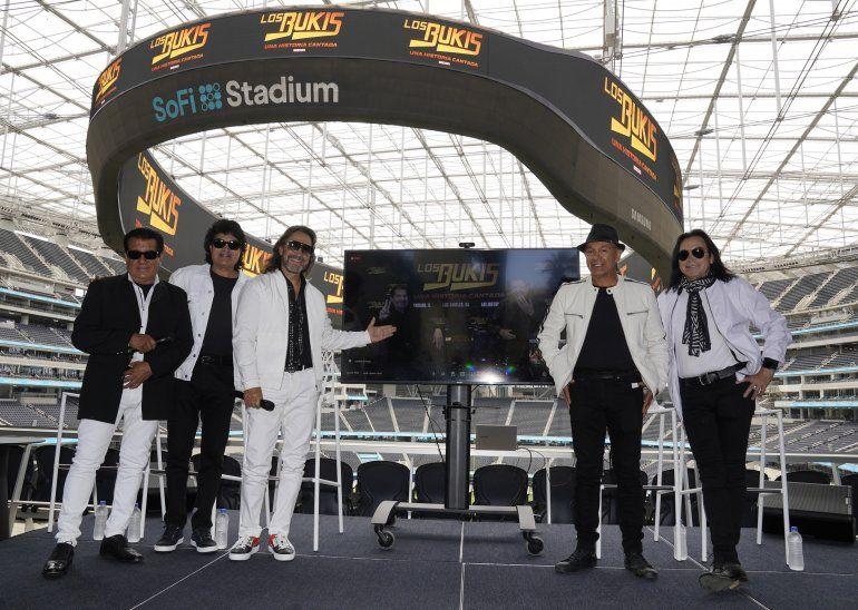 Miembros de la banda grupera mexicana Los Bukis