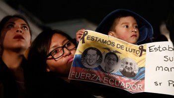 Tributo en Quito a la memoria del periodista Javier Ortega, el fotógrafo Paúl Rivas y el chofer Efraín Segarra, integrantes del equipo de prensa de El Comercio, asesinados por un grupo disidente de las FARC.