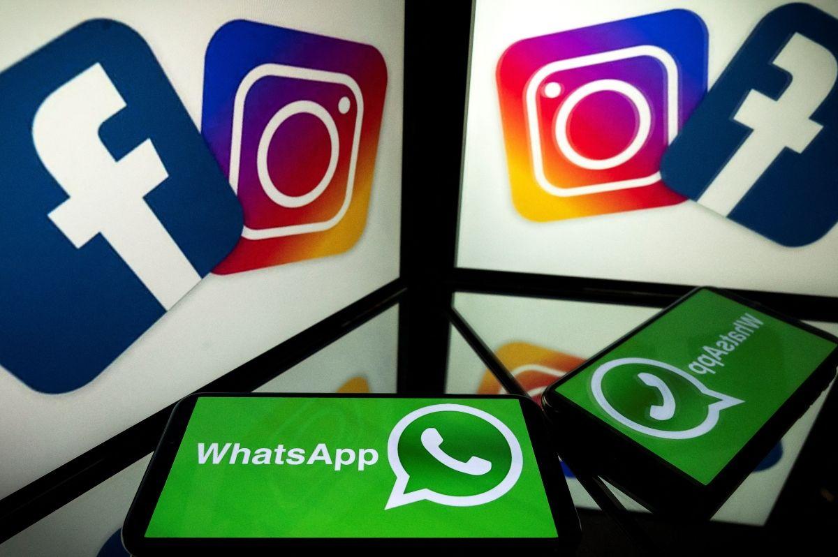En esta foto de archivo tomada el 5 de octubre de 2020, esta imagen muestra logotipos de las redes sociales estadounidenses Facebook, Instagram y el servicio de mensajería móvil WhatsApp en las pantallas de un teléfono inteligente y una tableta en Toulouse, suroeste de Francia.