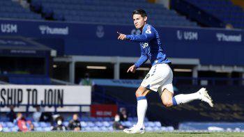 James Rodríguez, del Everton, festeja luego de anotar el segundo gol de su club en un encuentro de la Premier League el sábado 19 de septiembre de 2020.