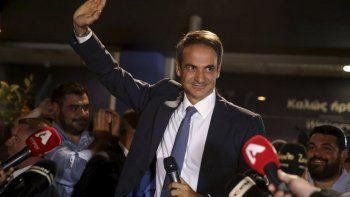 El primer ministro griego respondió ante el Parlamento acerca de las acusaciones de que habría intentado encubrir escándalo de violaciones en serie de menores