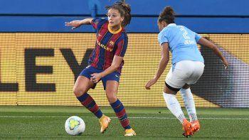 La jugadora del Barça Femení Lieke Martens en una acción del partido contra el PSV Eindhoven en el Estadi Johan Cruyff, correspondiente a la vuelta de los dieciseisavos de final de la UEFA Womens Champions League