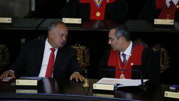 El presidente del Tribunal Supremo de Justicia del régimen de Maduro, Maikell Moreno (d) y Diosdado Cabello, presidente de la Asamblea Nacional Constituyente, fueron dos de los sancionados.