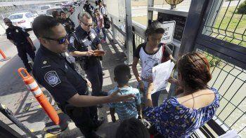 El Departamento de Justicia publicará una normativa enmendada que ordenará la recogida de ADN de casi todos los migrantes que crucen la frontera fuera de los puntos de entrada oficiales.
