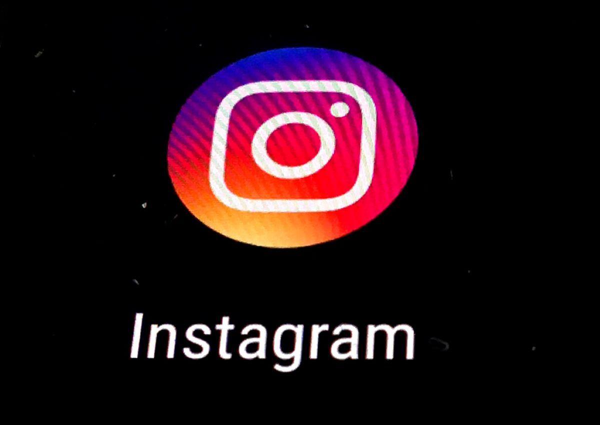 Logotipo de la aplicación de Instagram en una pantalla.