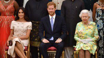 Cuando anunciaron su decisión, que tomó por sorpresa a la reina, rápidamente quedó decidido en el seno de la familia monárquica que deberían renunciar al cargo de Alteza Real.