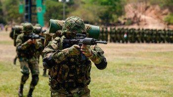 Según el comunicado del Ministerio de Exteriores colombiano, el entrenamiento tiene como objetivo reflejar el compromiso, las buenas relaciones y el trabajo en conjunto entre los ejércitos deColombiay EEUU, capacitándolos en operaciones estratégicas, médicas y tácticas