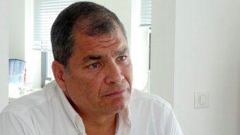 ARCHIVO - En esta foto de archivo del 5 de julio de 2018, el expresidente de Ecuador, Rafael Correa, da una entrevista en la casa de su familia cerca de Bruselas, Bélgica. Un tribunal ecuatoriano declaró a Correa culpable de corrupción el 7 de abril de 2020 y lo sentenció a ocho años de prisión.