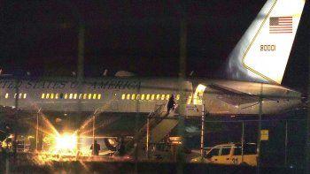 El avión del vicepresidente Mike Pence sobre una pista del Aeropuerto Regional Manchester-Boston, en Manchester, Nueva Hampshire, el martes 22 de septiembre de 2020.
