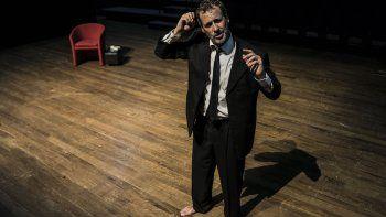 El actor Rogelio Gracia en la obra Tom Pain (Basado en nada), la propuesta de Teatro Boxing de Montevideo en el Festival Internacional de Teatro Hispano de Miami.