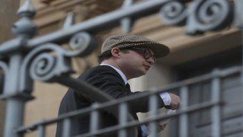 Simon Bowes-Lyon, conde de Strathmore, llega a la Corte Regional de Dundee antes de su vista de sentencia en Dundee, Escocia, el martes 23 de febrero de 2021. Simon fue condenado a 10 meses de prisión por una agresión sexual contra una mujer.