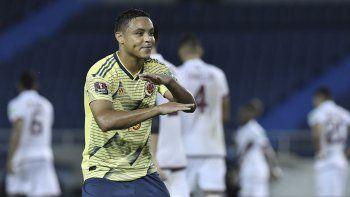 Luis Muriel, de la selección de Colombia, festeja luego de anotar su segundo tanto ante Venezuela durante un partido de las eliminatorias mundialistas, disputado el viernes 9 de octubre de 2020