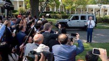 Joe Biden el jueves el objetivo de que la mitad de los autos vendidos en Estados Unidos hacia 2030 sean vehículos de cero emisiones de gases contaminantes.