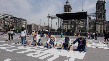 Solo han podido plasmar con pintura blanca los nombres de algunas de las más de 1.200 asesinadas en 2019, entre ellos los de Fátima, Sandra, Nancy, Erika, Norma, Ingrid o Guadalupe.