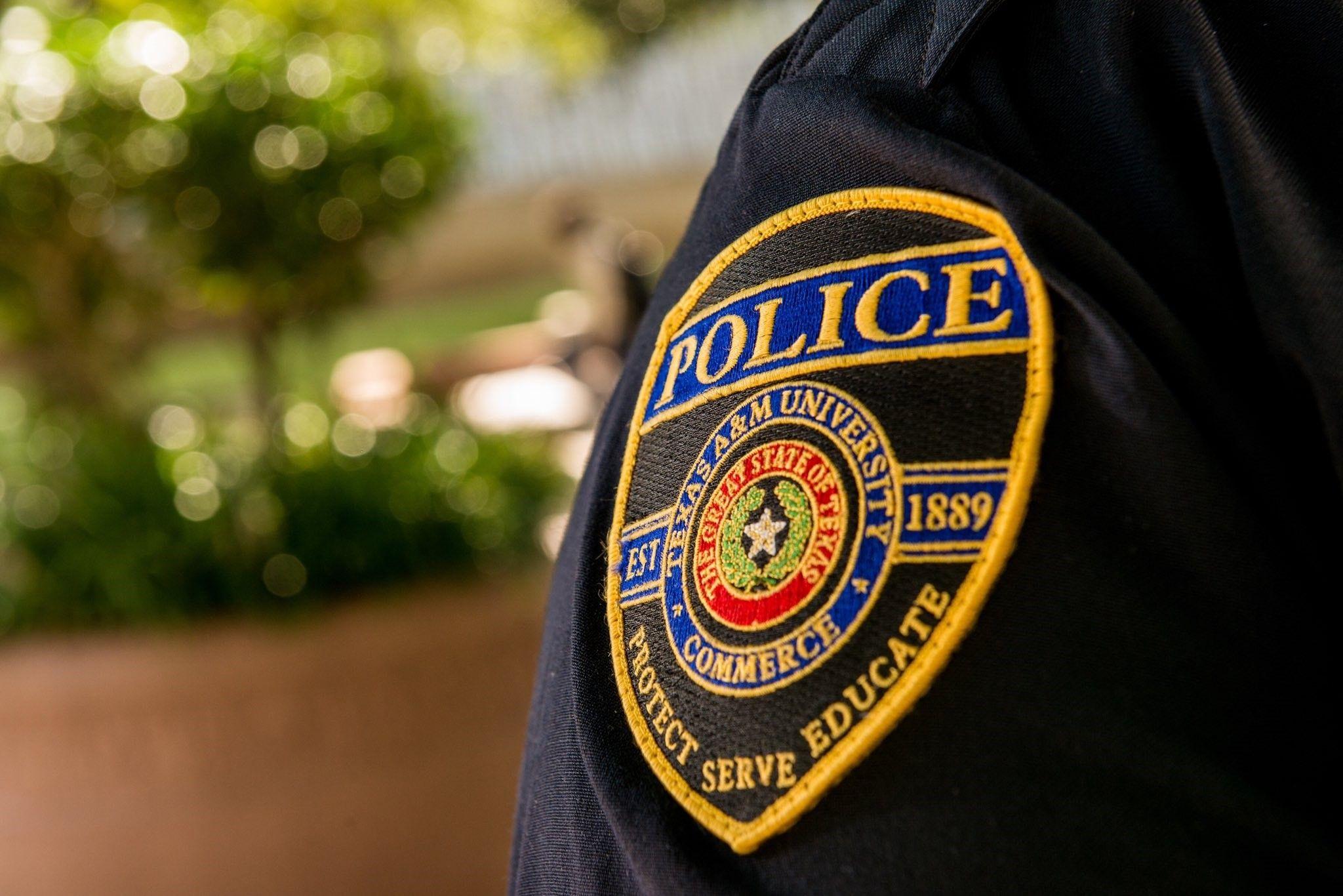Un policía muerto y dos heridos por disparos en Texas